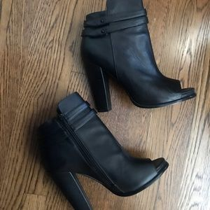 🔥🔥🔥 Steve Madden Open Toe Booties!!!
